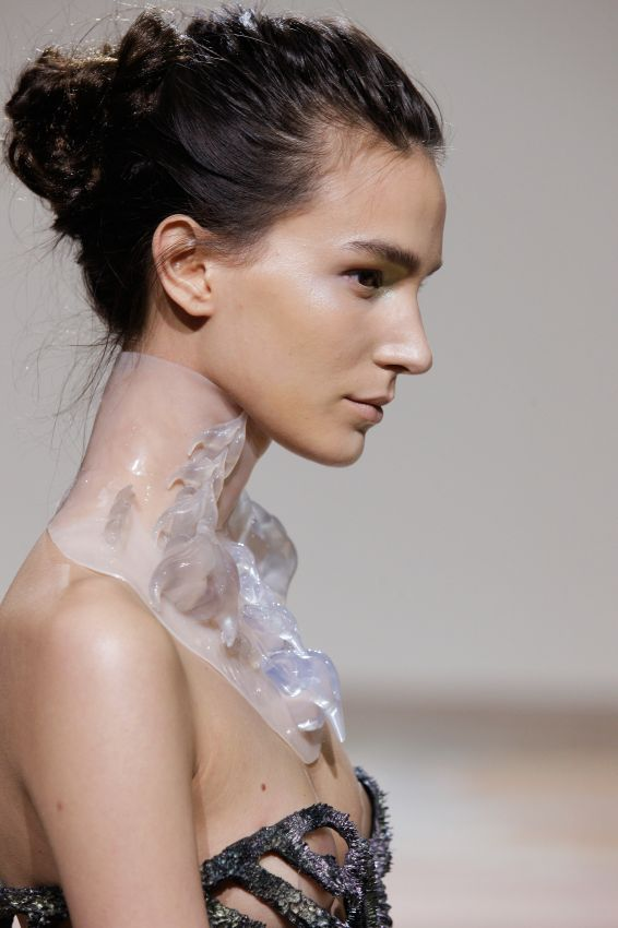 A necklace integrating pieces created with Materialise's Mammoth Stereolithography © Iris van Herpen X Michel Zoeter